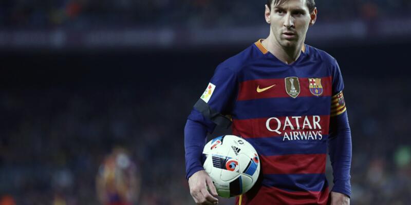 Messi ilk kez 'ayın oyuncusu' seçildi