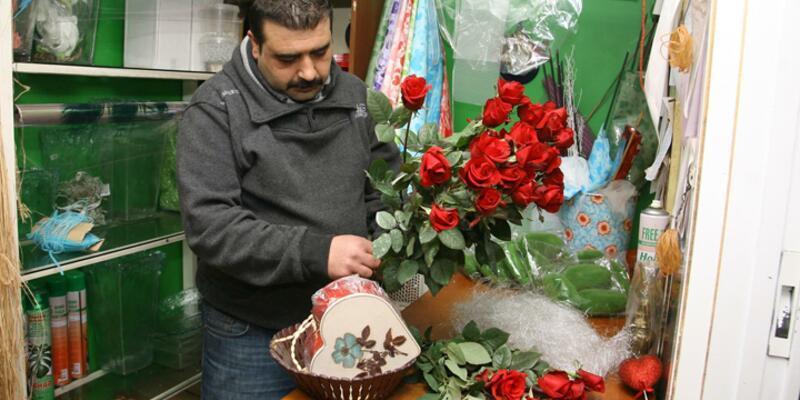 Güller on-line siparişle gitti, çiçekçiler isyan etti