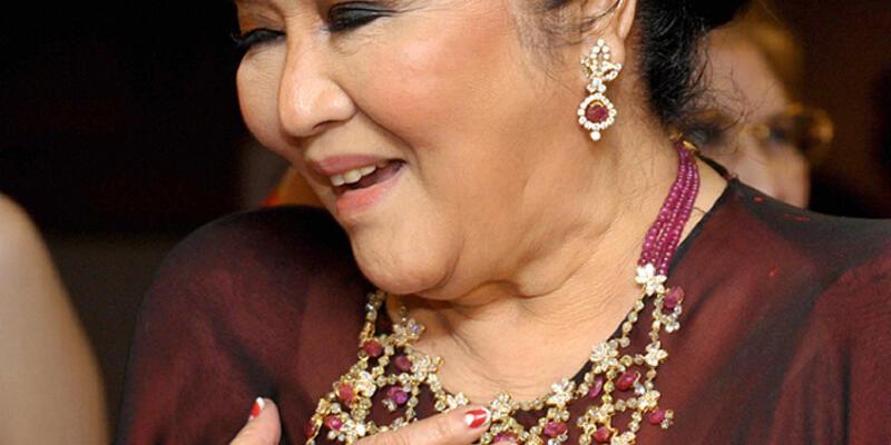 Filipinler'de, Marcos'un mücevherleri açık artırmaya çıkarılıyor