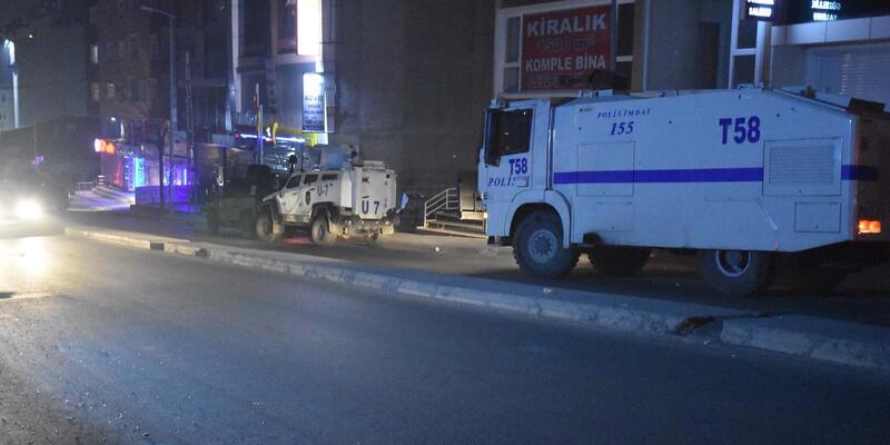 Gazi Mahallesi'nden sürücüyü vurup, otomobili yaktılar