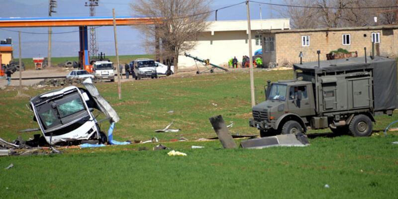 Diyarbakır-Bingöl karayolunda askeri araca bombalı saldırı