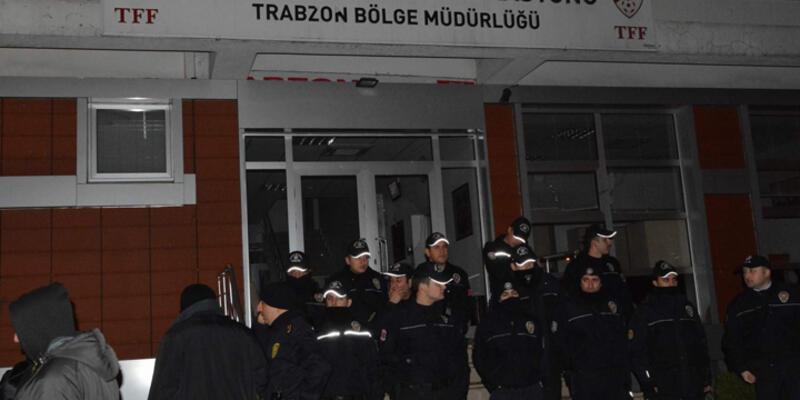 Trabzonspor taraftarı TFF binasını bastı!