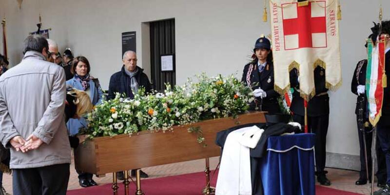 İtalyan yazar Eco son yolculuğuna uğurlandı