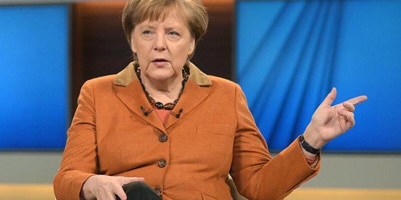 """Merkel'den Yunanistan'a destek: """"Şimdi terk edemeyiz"""""""