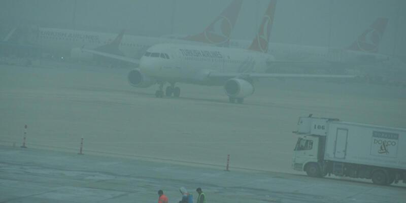 Atatürk Havalimanı'na sis çöktü