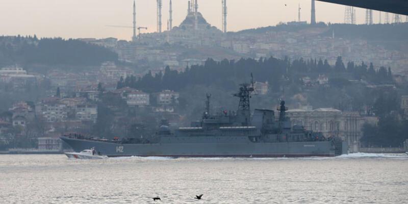Rus savaş gemisi Boğaz'dan geçti, havadan, karadan, denizden önlem alındı