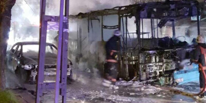 Özel halk otobüsünü molotoflarla ateşe verdiler