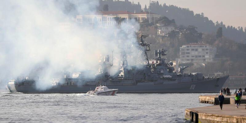 Rus savaş gemisi İstanbul Boğazı'ndan böyle geçti