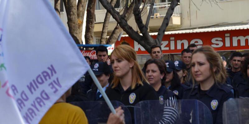 Eylemciler kadın polisleri eyleme davet etti