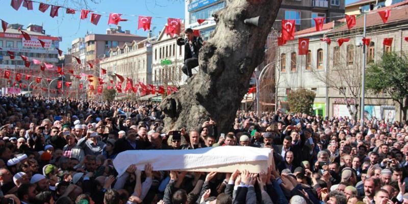 Nakşibendi liderlerinden Ahmet Yaşar'ı 10 bin kişi uğurladı