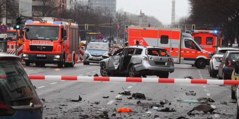 Berlin'de seyir halindeki araçta patlama