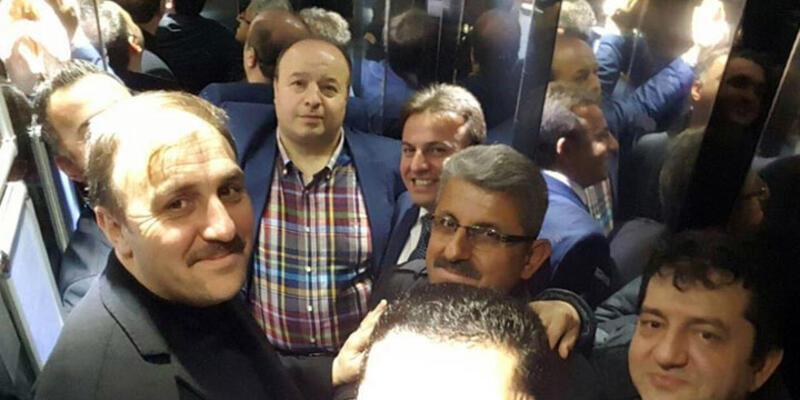 Asansörde mahsur kalan AK Partili milletvekili selfie çekti
