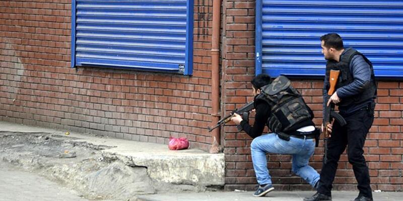 Diyarbakır'da asker, zırhlı araçlarla Bağlar'a girdi