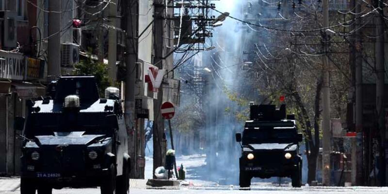 PKK'ya operasyonların sürdüğü Bağlar'da kanaslar ele geçirildi