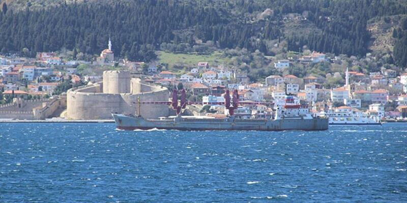 Rus gemisi olağanüstü önlemlerle Boğaz'dan geçti