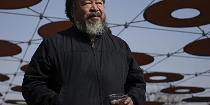 Ünlü sanatçı Ai Weiwei Taksim'de saldırının olduğu yeri ziyaret etti