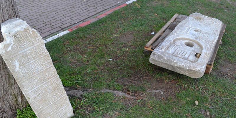 Bursa'da yol kenarında tarihi eserler bulundu