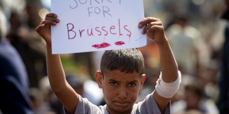Mülteci çocuktan Avrupa'ya mesaj: ''Brüksel için üzgünüm''