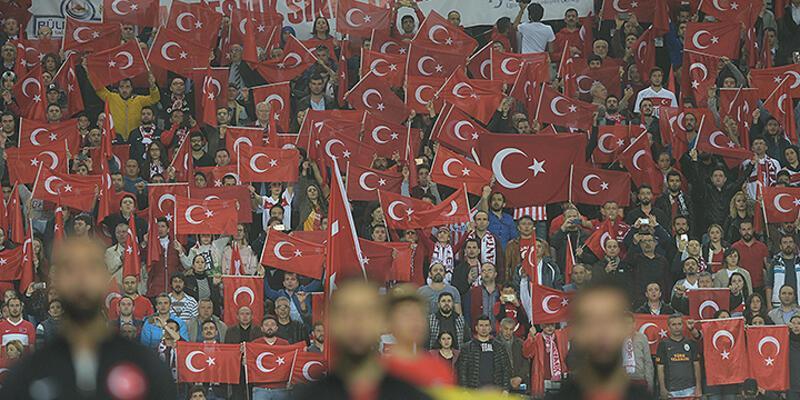 """İsveç basını: """"40 bin çılgın Türk"""""""