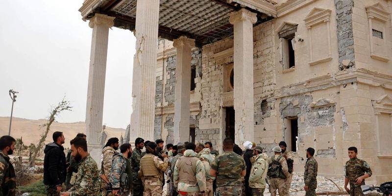 Palmira ağır bombardıman altında