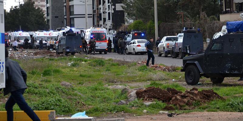 Diyarbakır'da polis aracına bomba yüklü araçla saldırı
