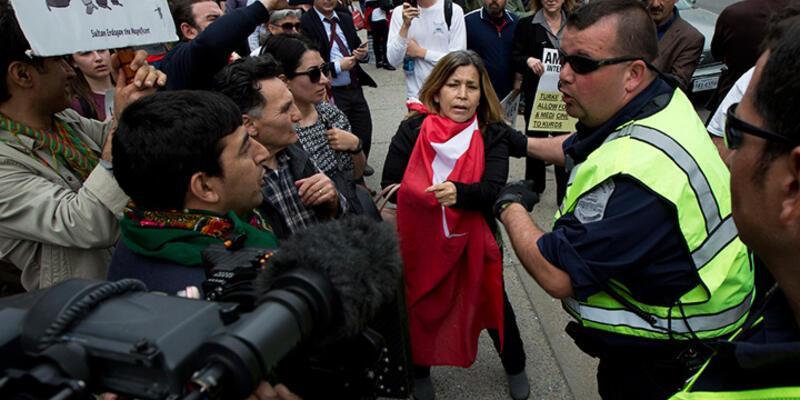 Erdoğan'ı protesto edenlerle sevgi gösterisinde bulunanlar küfürleşti