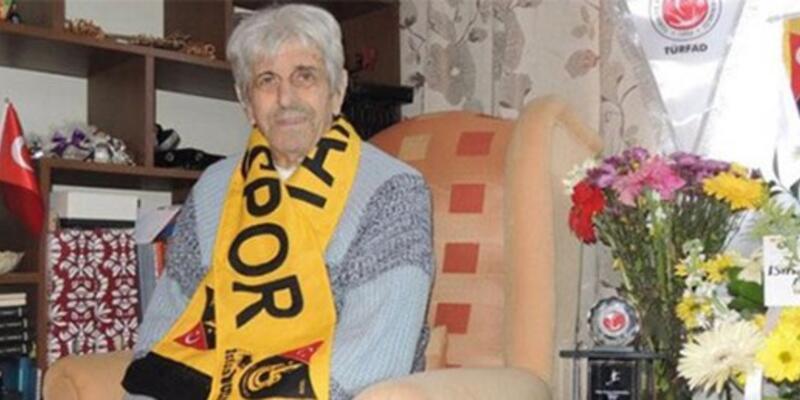 """Türk futbolunun """"penaltı kralı"""" hayatını kaybetti"""