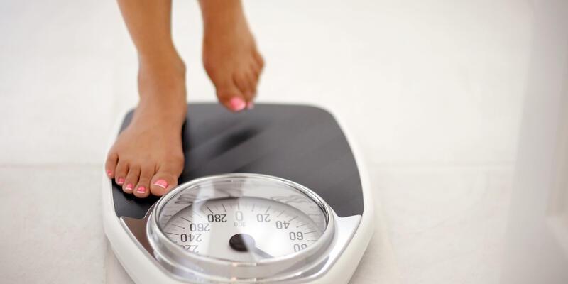 Yüksek eğitimli kişiler daha az kilo alıyor!