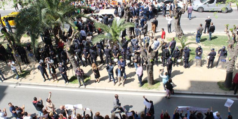 İzmir ve Batman'da çelenk gerginliği