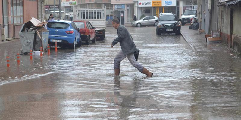 İnegöl'ü sağanak yağış vurdu