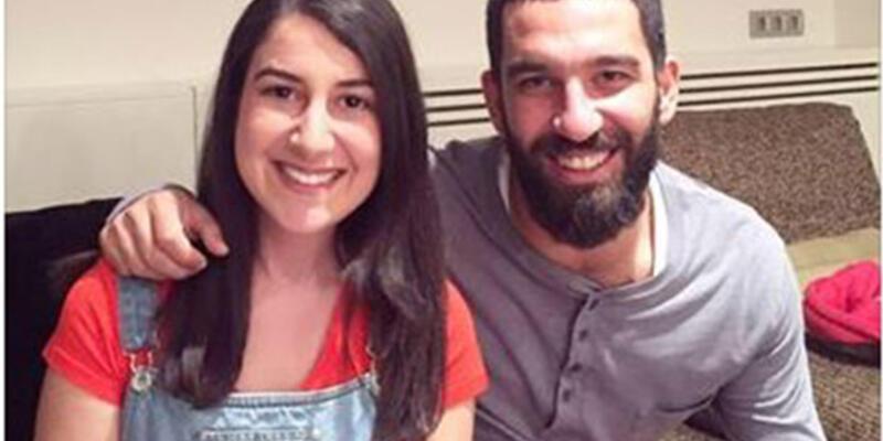 Arda Turan üniversite öğrencisini evinde misafir etti