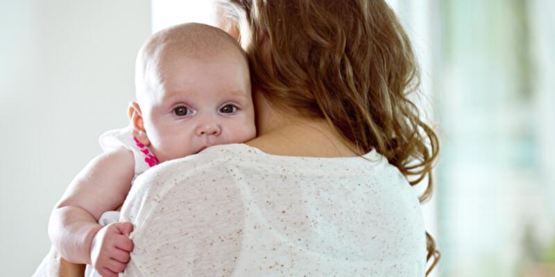 Bebeğinizi kucağa alıştırmaktan korkmayın