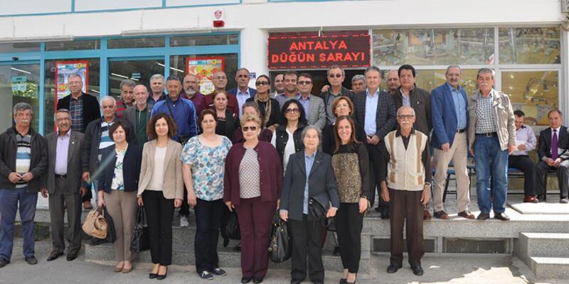Antalya'da 'Altı Ok'cu CHP'lilerden parti yönetimine tepki