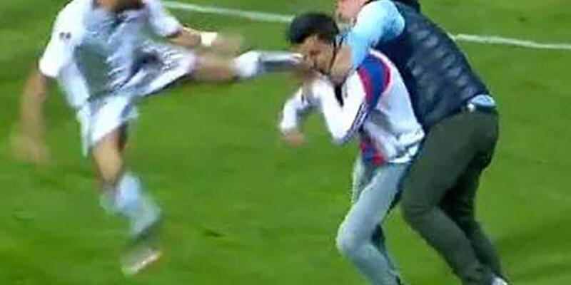 Karabükspor-Elazığspor maçında Tolga Özkalfa'ya saldırı