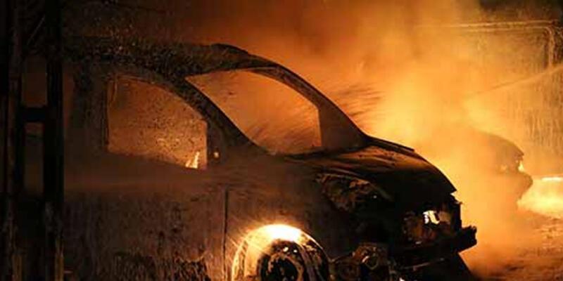 Kağıthane'de 6 araç kundaklandı