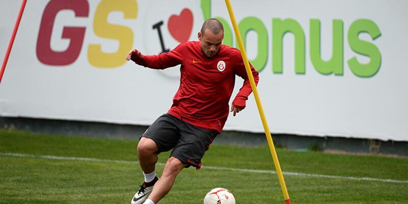 Sneijder derbide sahada