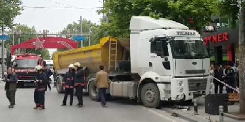 Hafriyat kamyonu Bağdat Caddesi'nde korku saçtı