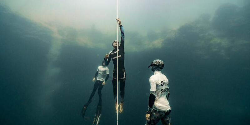 Tek nefesle 122 metre daldı