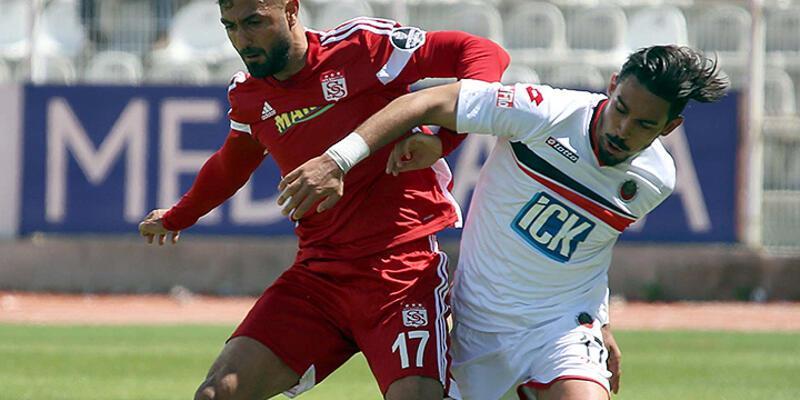 10 kişi kalan Sivasspor 90+1'de hayata döndü