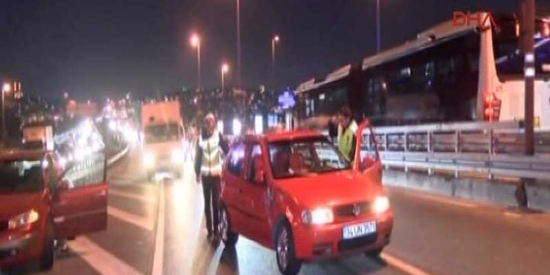 Alkollü sürücü uykuya daldı, trafik altüst oldu