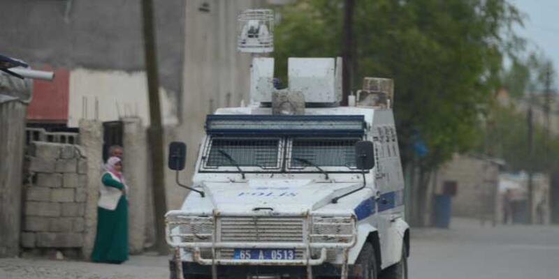 Van'da polis aracına saldırı