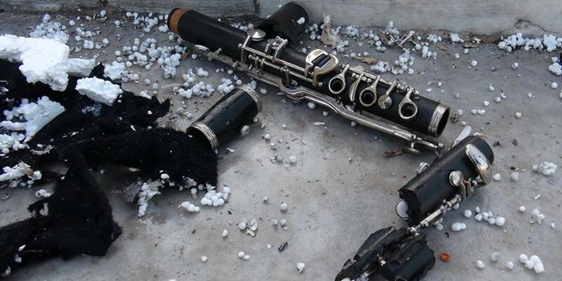 Dolmabahçe Sarayı duvarına bırakılan çantadan klarnet çıktı