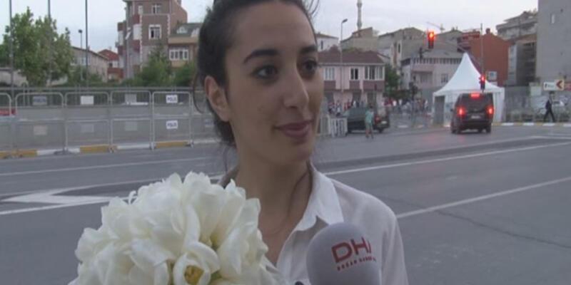 Sümeyye Erdoğan'ın buketini üniversite öğrencisi kaptı