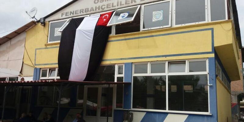 Fenerbahçeliler Derneği'ne Beşiktaş bayrağı asıldı