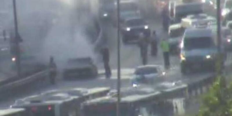 Otomobil yangını E-5'i kitledi