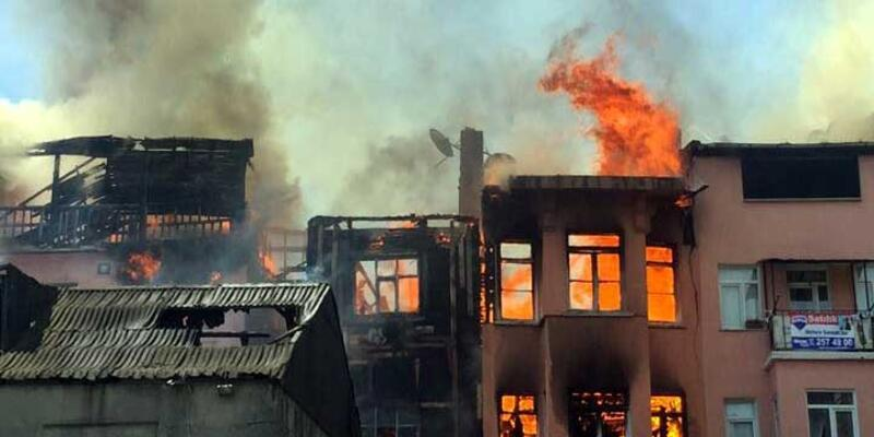 Balat'ta 3 katlı bina yandı