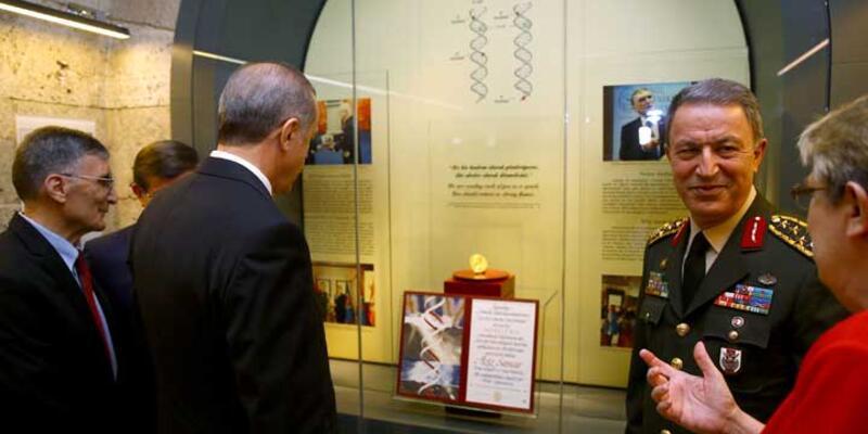 Aziz Sancar, Nobel Ödülü'nü Anıtkabir'e armağan etti