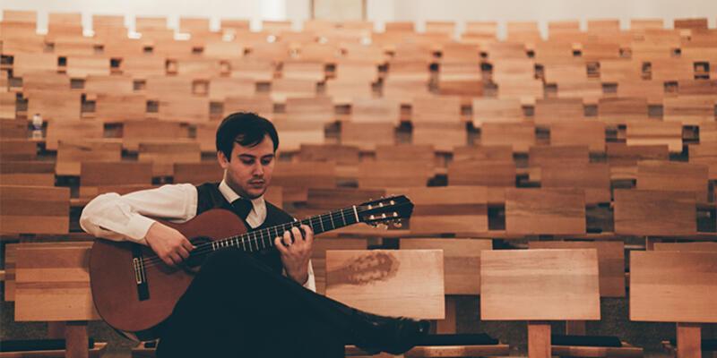 Emre Gökalp'e Paris Guitar Foundation birinciliği