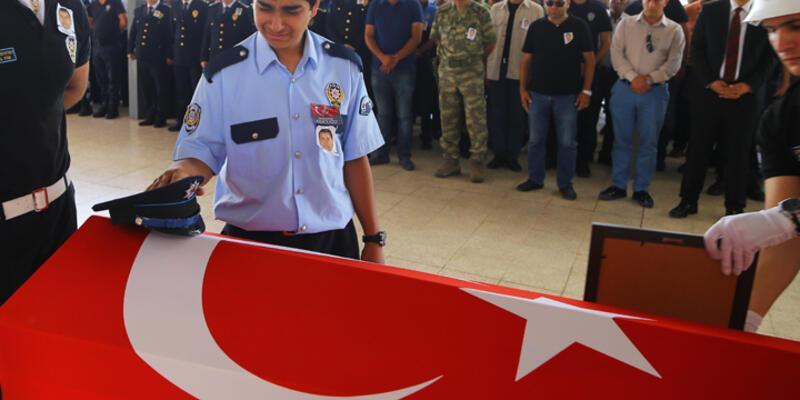 Silahlı saldırı sonucu ölen polis toprağa verildi