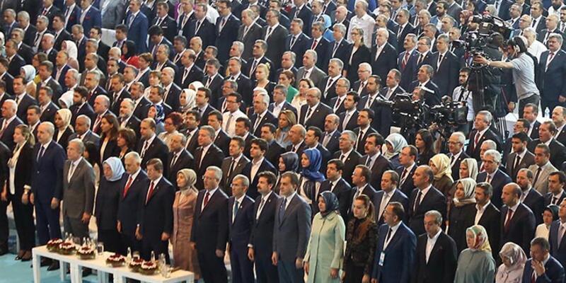Erdoğan'ın konuşması okunurken neden ayağa kalktılar?